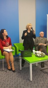 Spotkanie podsumowujące działalność Fundacji Humanum (B)est w 2015 r., od prawej: Marek Molewicz, prezes fundacji, Cecylia Judek, sekretarz naukowy Książnicy Pomorskiej oraz Beata Babiak, wiceprezes fundacji.